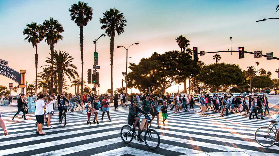 los angeles pedestrians crossing the busy streets of Santa Monica